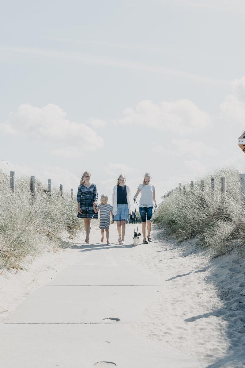zusjes_on_the_beach_sept._2018_20180919_2524