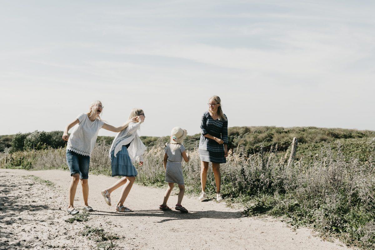 zusjes_on_the_beach_sept._2018_20180919_2694